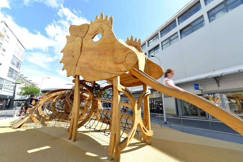 Le Dragon des mers : jeux pour enfants au centre ville de Saint-Nazaire.