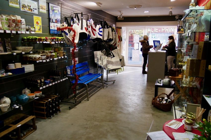 De la confiserie à la céramique, des objets de décoration à un banc, les idées de cadeaux ne manquent pas. (©Ville de Saint-Nazaire)