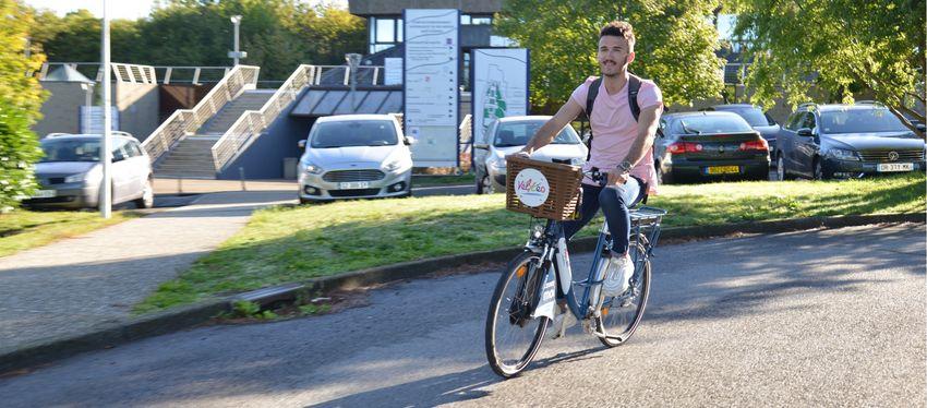vélYcéo, location de vélo électrique.
