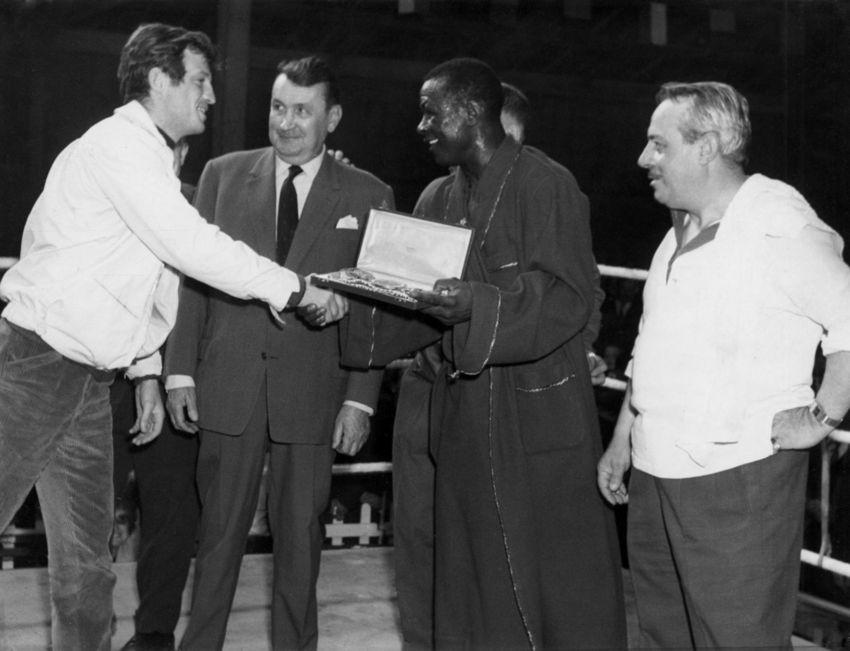 Le 10 mai 1964 Jean-Paul Belmondo assiste au championnat de France de Souleymane Diallo face à Armand Vanucci à Saint-Nazaire. Le célèbre acteur est le premier à féliciter Diallo, vainqueur en 8'17'' après un crochet du gauche dans le menton