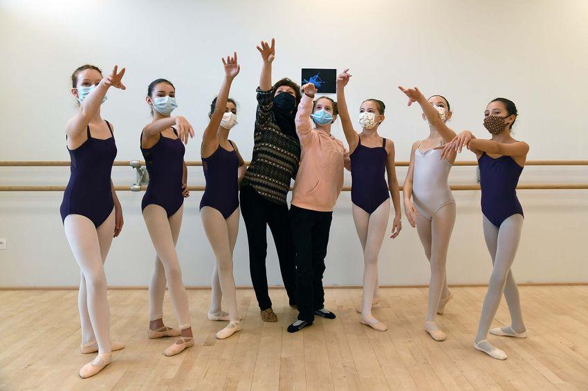 Isabelle Cividino et ses élèves de danse classique en CHAD (©Ville de Saint-Nazaire - Christian Robert)