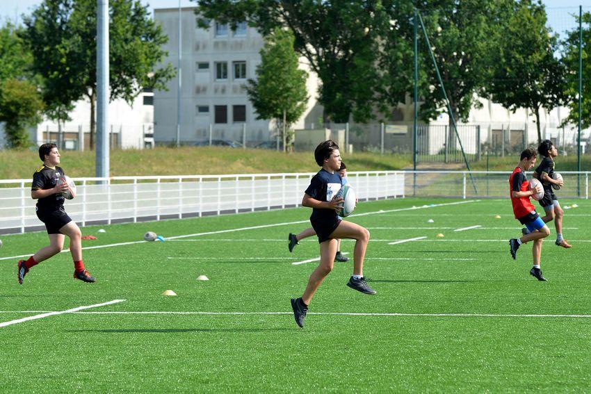 Entraînement musculaire et cardio pour les U16 et les juniors au Pré Hembert (©Ville de Saint-Nazaire - Christian Robert)