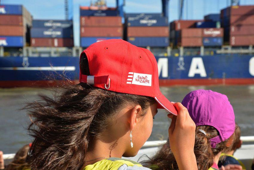 La Ville de Saint-Nazaire offre la visite de l'estuaire en bateau, ainsi qu'une casquette aux CM2. (©Ville de Saint-Nazaire - Christian Robert)