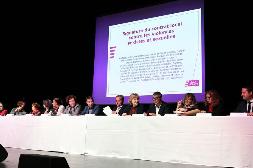 Signature par l'ensemble des partenaires du contrat de mobilisation et de coordination locale contre les violences sexistes et sexuelles.