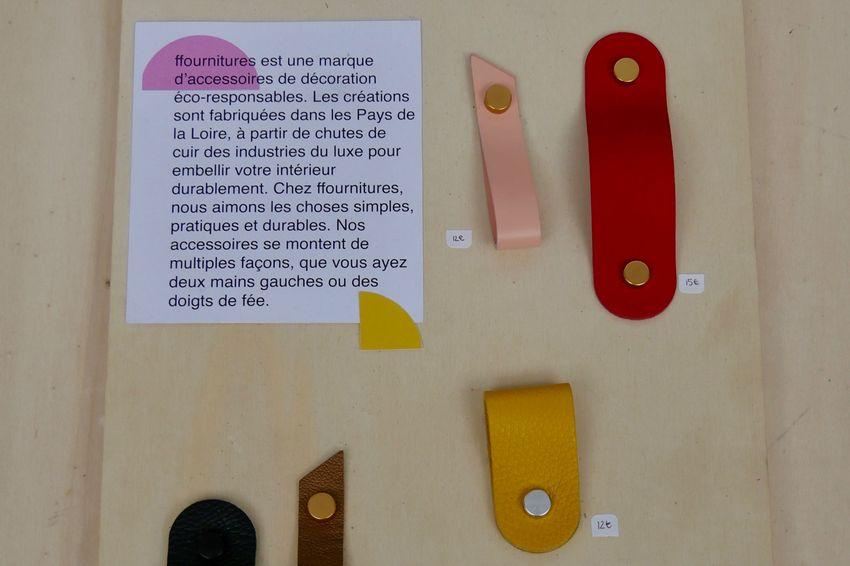 Les languettes de cuir provenant des industries du luxe à transformer en accessoires de décoration. (©Ville de Saint-Nazaire)