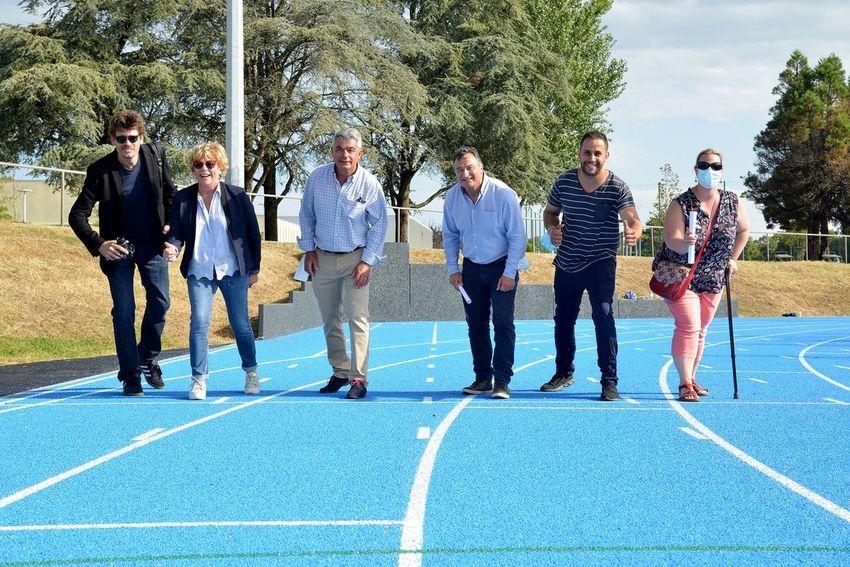 De gauche à droite : David Haudiquet (paysagiste), Béatrice Priou, adjointe aux sports, David Samzun, maire de Saint-Nazaire, Eddy Le Clerc et Saïd Merniz, conseillers municipaux et Anne-Laure Gayaud-Frenoy, conseillère municipale.