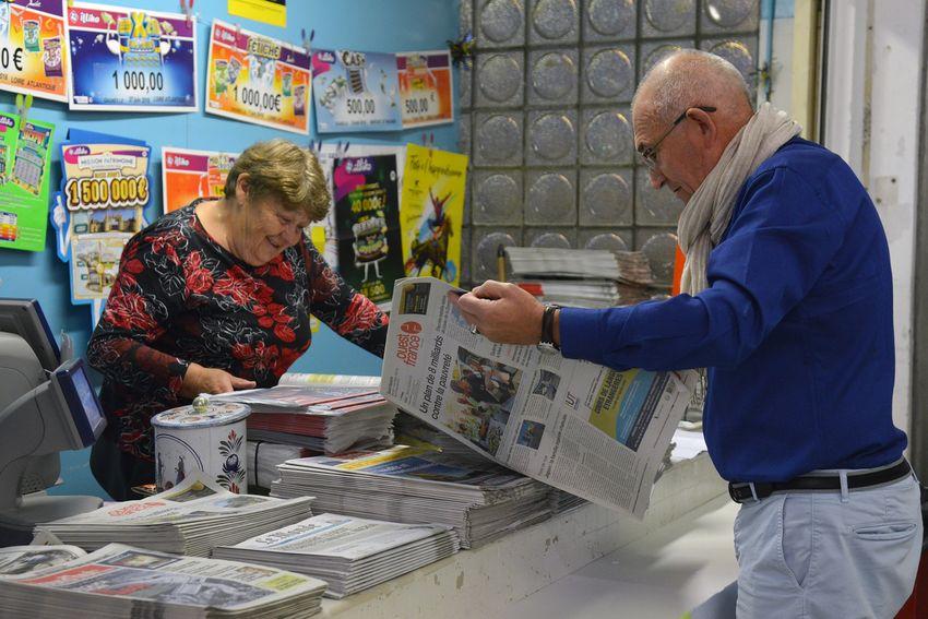Marie-Thérèse Bouteloup est une figure du marché : elle y vend des journaux depuis 30 ans.