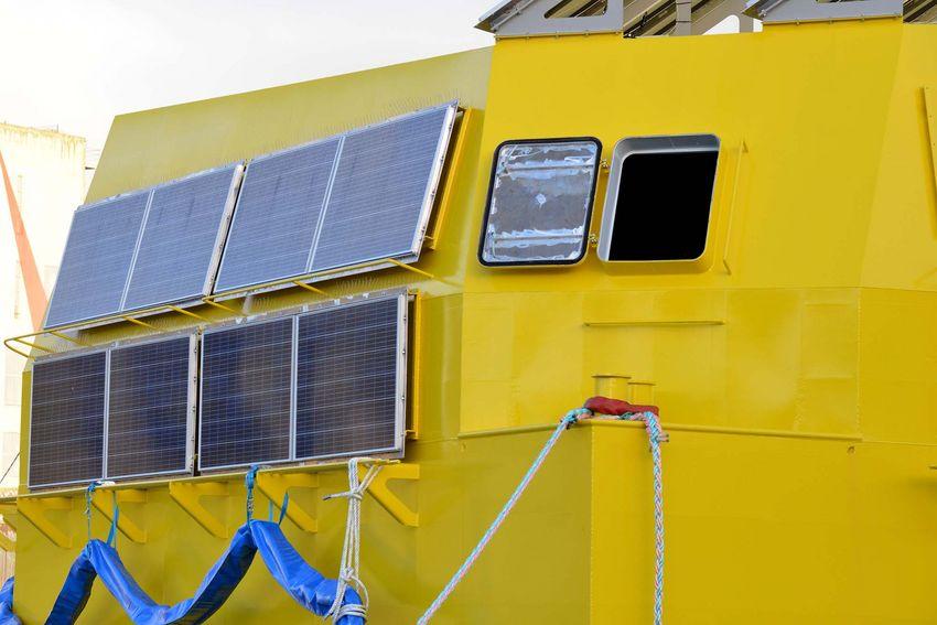 Le flotteur IHES de Geps Techno combine énergie solaire et houlomotrice. (©Ville de Saint-Nazaire - Christian Robert)