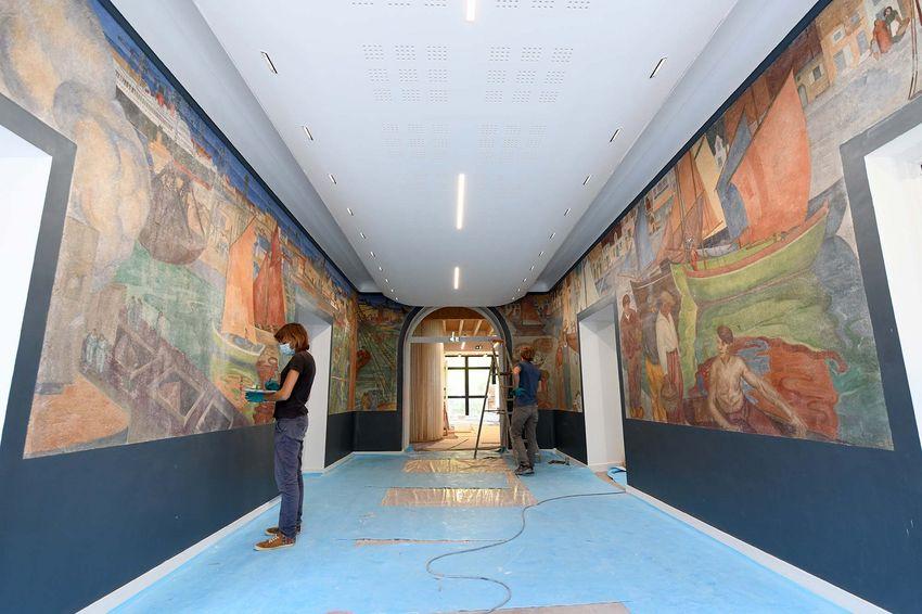 La fresque, qui s'inscrit dans le mouvement art déco, retrouve des couleurs vives. (©Ville de Saint-Nazaire - Christian Robert)