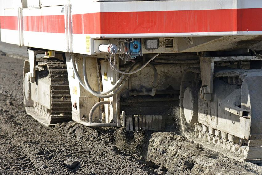 Le traitement des sols est en cours sur le chantier du boulevard des Apprentis et sur celui de l'agrandissement de STX. (©Ville de Saint-Nazaire - Christian Robert)