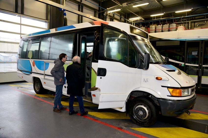 Le minibus arrivera à Cotonou au Bénin d'ici le mois de mai et sera équipé en matériel ophtalmologique.