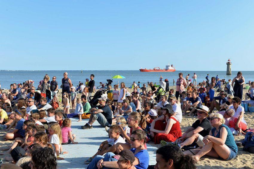 Pendant Grande marée, le spectacle peut aussi surgir sur la mer.