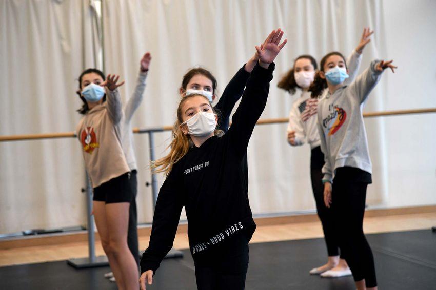 Cours de danse contemporaine avec Naïc Manceau (©Ville de Saint-Nazaire - Christian Robert)