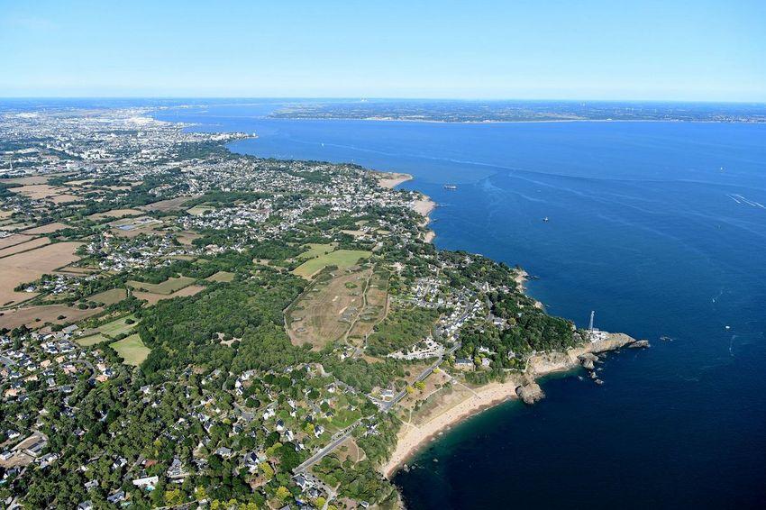 La plage des Jaunais, la pointe de Chemoulin et vue générale de la ville jusqu'à l'estuaire.