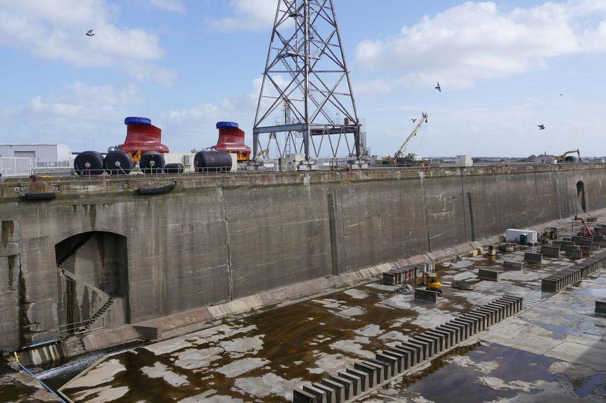 L'accueil du navire polaire et le chantier d'installation des pods nécessitent un mois de préparation et de travaux pour Eiffage Energie Systèmes-Clemessy Services. (©Ville de Saint-Nazaire - Blandine Bouillon)