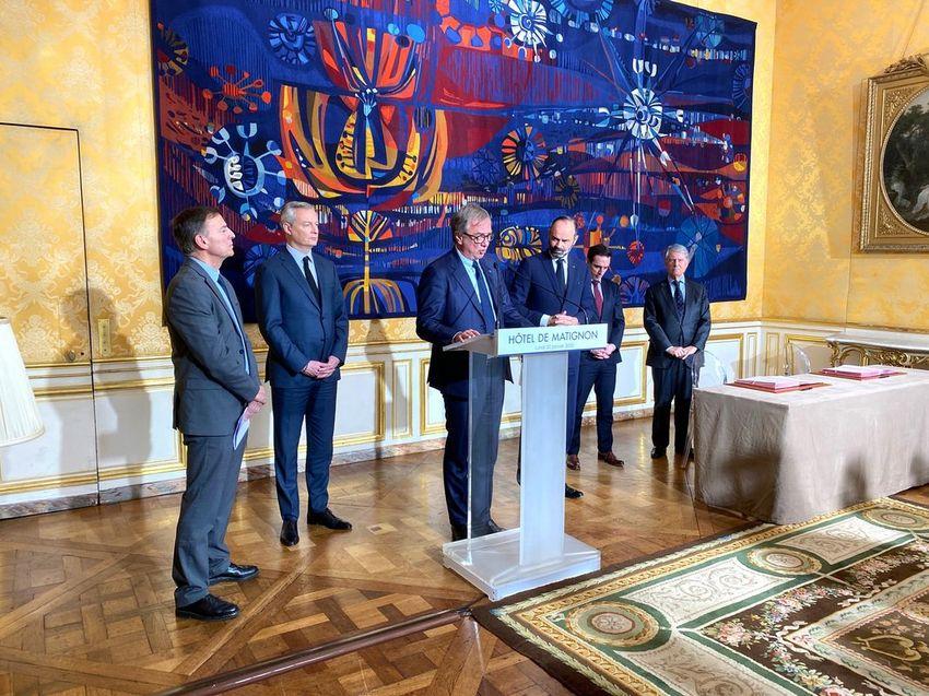 Annonce des commandes de l'italie-suisse MSC auprès de l'entreprise nazairienne Chantiers de l'Atlantique à l'Hôtel de Matignon.