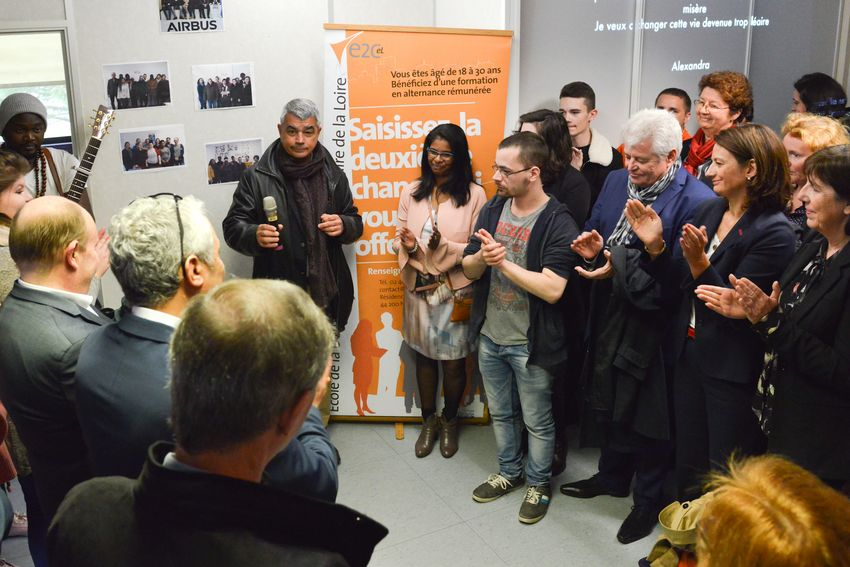 Le maire de Saint-Nazaire David Samzun entouré des partenaires du territoire, notamment à droite sur la photo le président du Département de Loire-Atlantique Philippe Grosvalet, la vice-présidente de la Région des Pays de la Loire en charge des lyc
