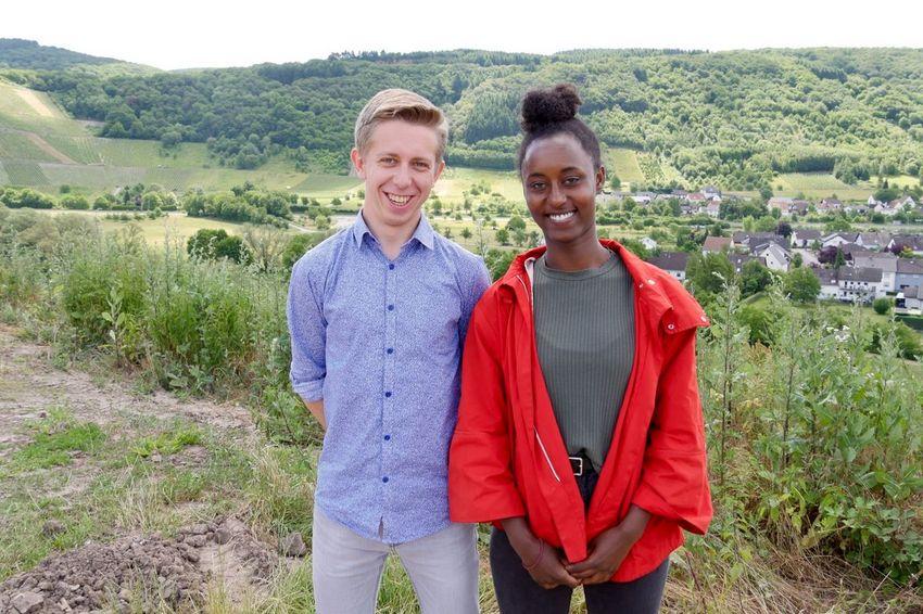 Expatriés en service civique en France pour l'un et en Allemagne pour l'autre, Julian et Paloma sont devenus complices. (©Ville de Saint-Nazaire)