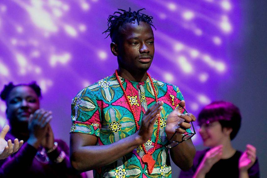 Macavi Df très ému lors de la soirée des Jeunes Talents le 4 octobre à Saint-Nazaire (©Ville de Saint-Nazaire - Christian Robert)