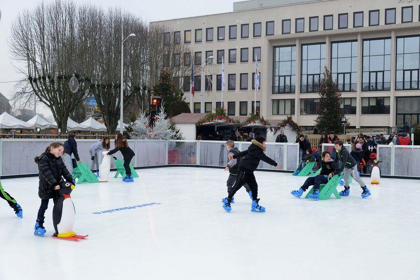 La patinoire sera ouverte du 16 décembre et le 6 janvier. Entrée gratuite.