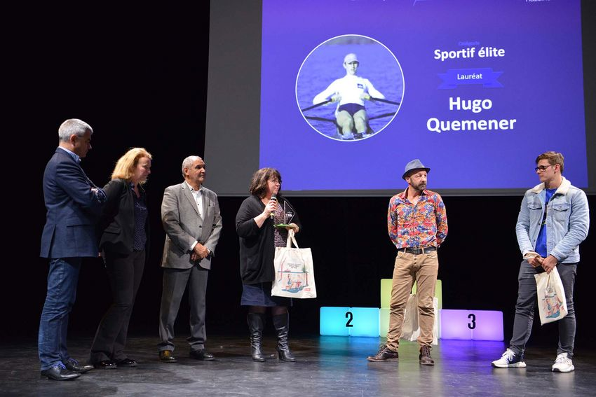 La maman d'Hugo Quemener a reçu le trophée