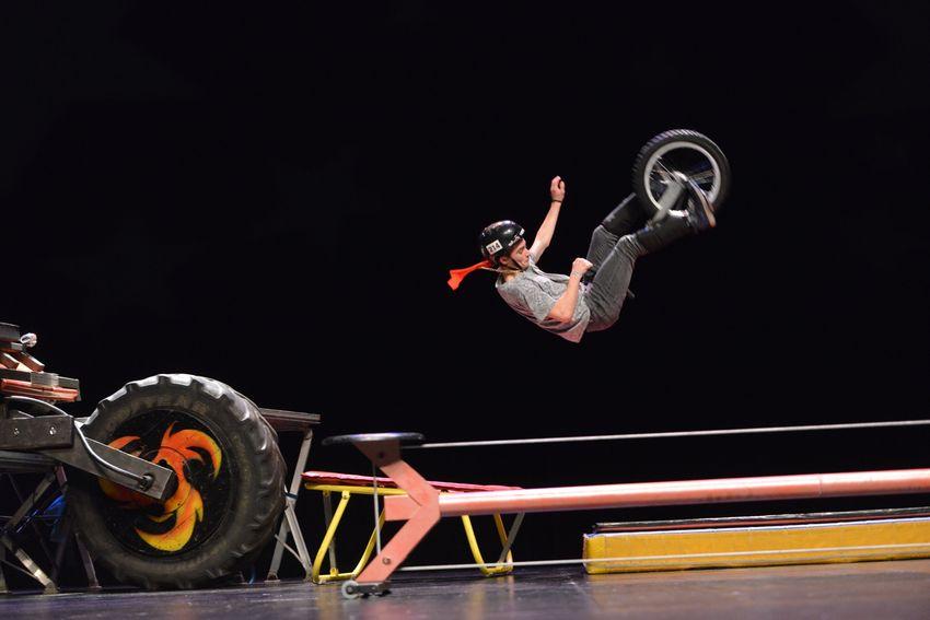 Démonstration de monocylce acrobatique avec l'association Cirque en Retz de Saint-Brévin.