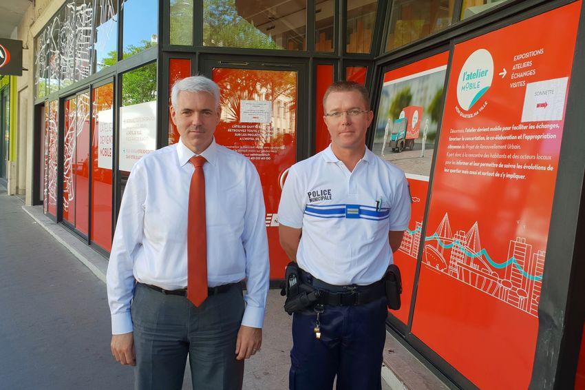 Adjoint à la Tranquillité publique Xavier Perrin et chef de service de la police municipale Frédéric Gougaud (©Ville de Saint-Nazaire)
