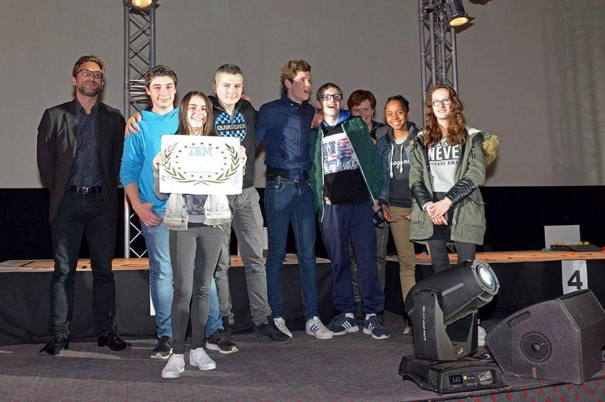 Martin Arnout (à gauche) en mai dernier lors de la remise des prix du concours de robots organisé à Cinéville en partenariat avec IBM.