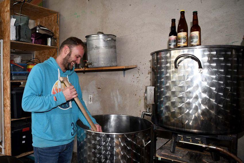 Stéphane Ihl augmente sa production personnelle pour partager sa bière nazairienne. (©Ville de Saint-Nazaire - Christian Robert)