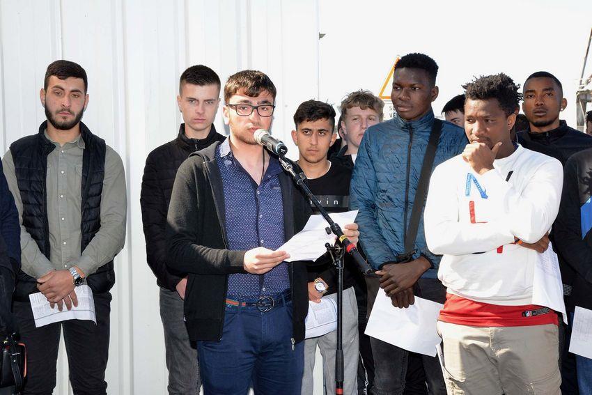 Des apprentis du lycée professionnel André Boulloche ont lu un texte en hommage aux victimes.