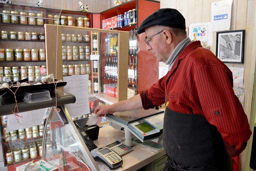 Daniel Bouvier propose un service de drive dans sa boucherie. (©Ville de Saint-Nazaire - Christian Robert)