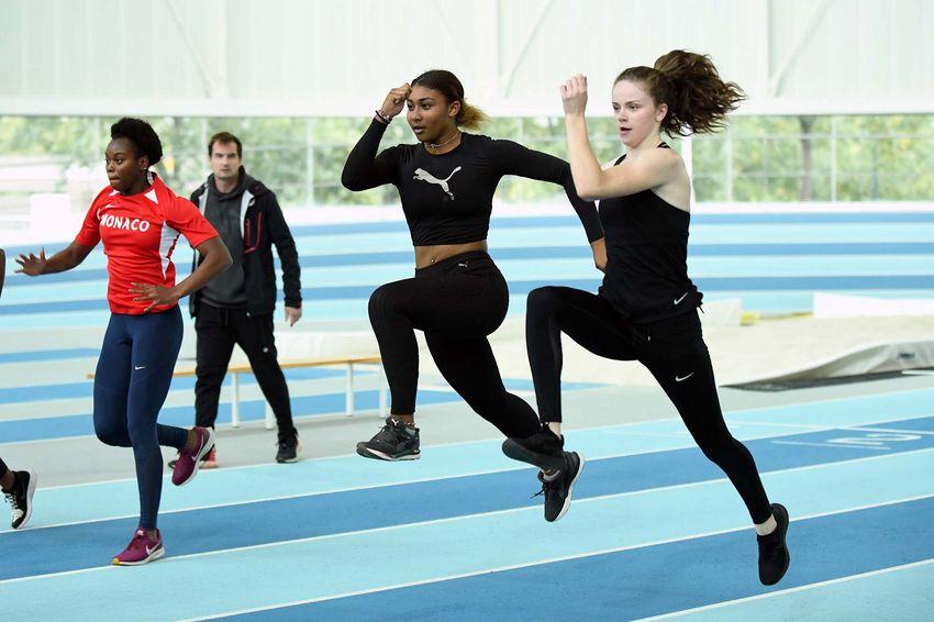Léa Vendôme s'entraîne avec les athlètes de la Ligue d'Athlétisme des Pays de la Loire avec l'entraîneur Richard Cursaz. (©Ville de Saint-Nazaire - Christian Robert)