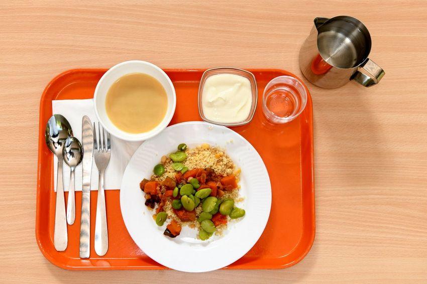 Depuis septembre, un repas végétarien est servi une fois parsemaine contre une fois par quinzaine l'an dernier. C'est une obligation légale depuis le 1er novembre 2019 (loi EGalim).