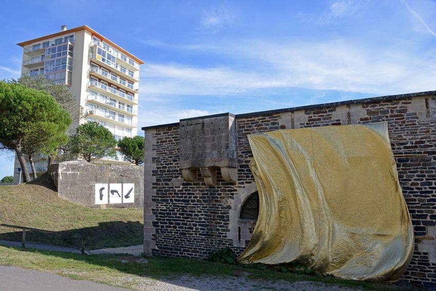 """""""GOLD"""" de Danny Steve pour l'exposition """"Vogues"""" au Fort de Villès-Martin (©Ville de Saint-Nazaire - Christian Robert)"""