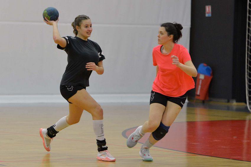 Inès Giraud suit les entraînements du SNHB et de sa section sportive au lycée Aristide Briand. (©Ville de Saint-Nazaire - Christian Robert)