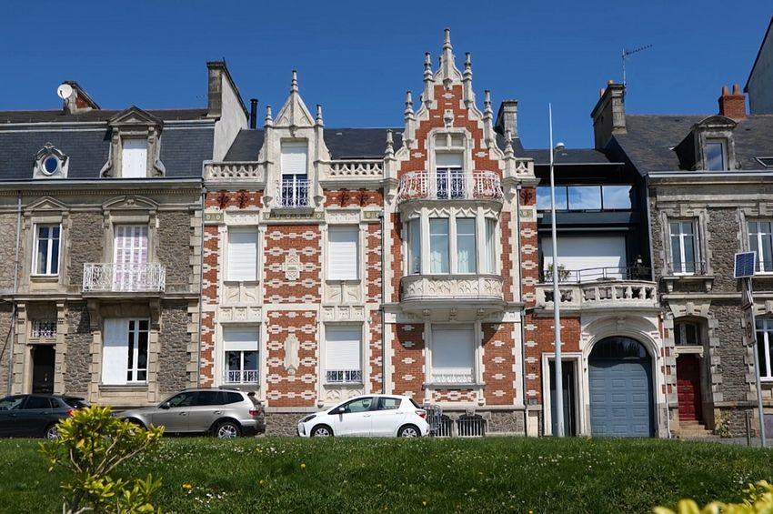 """Hôtel particulier, dit """"le Wilson"""". 1905. Selon les recherches, qui restent à préciser, cet immeuble a été commandé par un courtier maritime. Dans les années 1950, il devient un hôtel. Récemment, il a été transformé en résidence. ©Ville de Saint-Nazaire"""