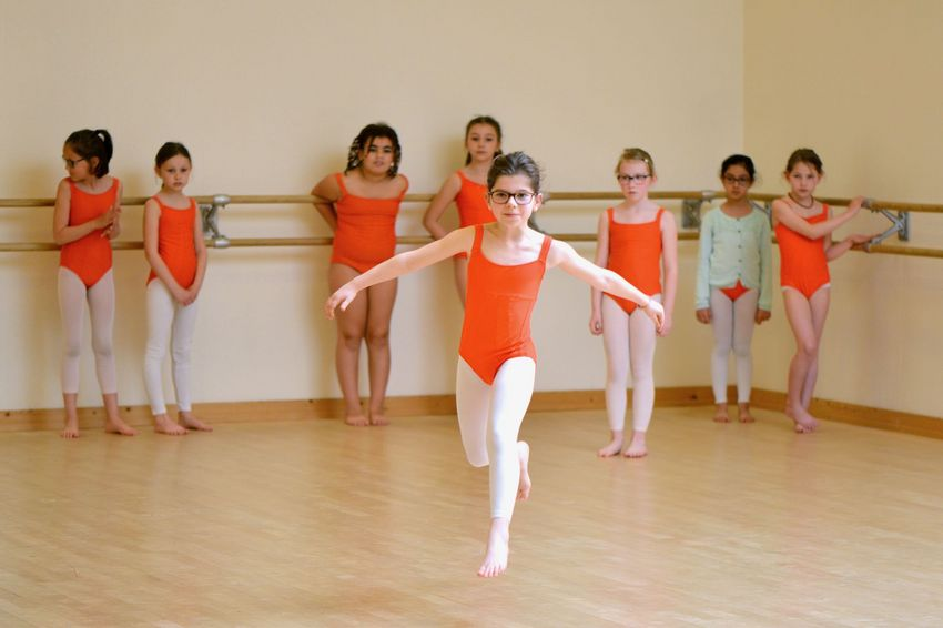Cette création réunira les trois esthétiques de danse enseignées au Conservatoire : classique, jazz et contemporain.