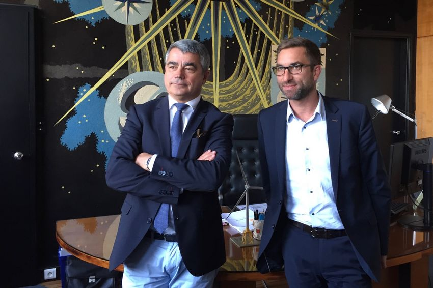 De g. à d. : David Samzun, maire de Saint-Nazaire et Martin Arnout, adjoint aux finances.