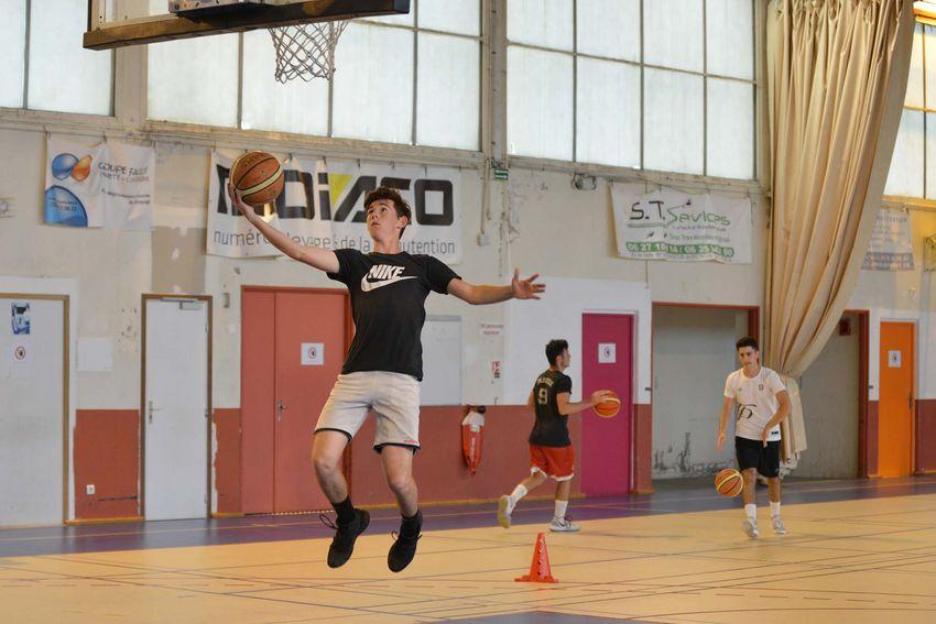 Ce jeudi, les échanges de balles redeviennent autorisés entre les basketteurs. (©Ville de Saint-Nazaire - Christian Robert)