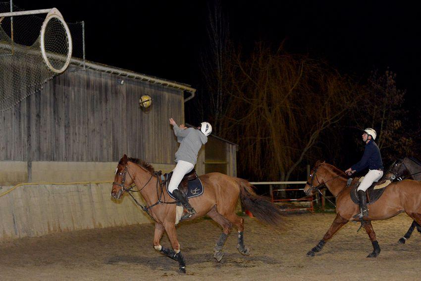 Le horse-ball mêle basket, rugby et équitation. (©Ville de Saint-Nazaire - Christian Robert)