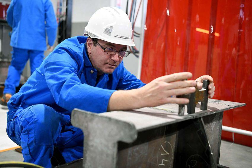 Benjamin passe du métier de commercial dans l'habillement à celui de charpentier-métaux. (©Ville de Saint-Nazaire - Christian Robert)