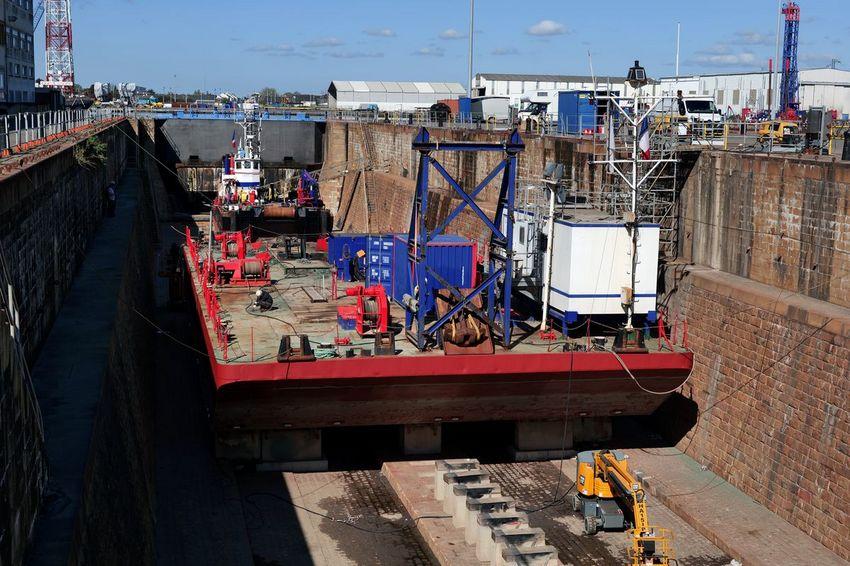 La forme 3 du port de Saint-Nazaire occupée pour des travaux d'entretien d'un navire. (©Ville de Saint-Nazaire - Christian Robert)