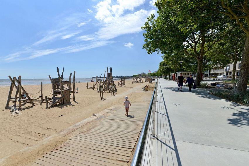 Les jeux en bois sur la grande plage de Saint-Nazaire