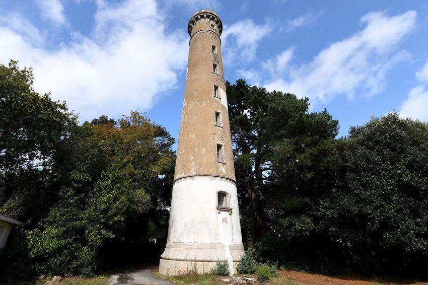 La Ville de Saint-Nazaire acquiert la Tour du Commerce ou phare de Bonne Anse pour 590000 €. (©Ville de Saint-Nazaire - Christian Robert)