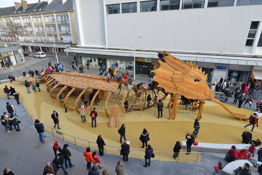 Le dragon des mers : une aire de jeux pour enfants en plein coeur du centre-ville.