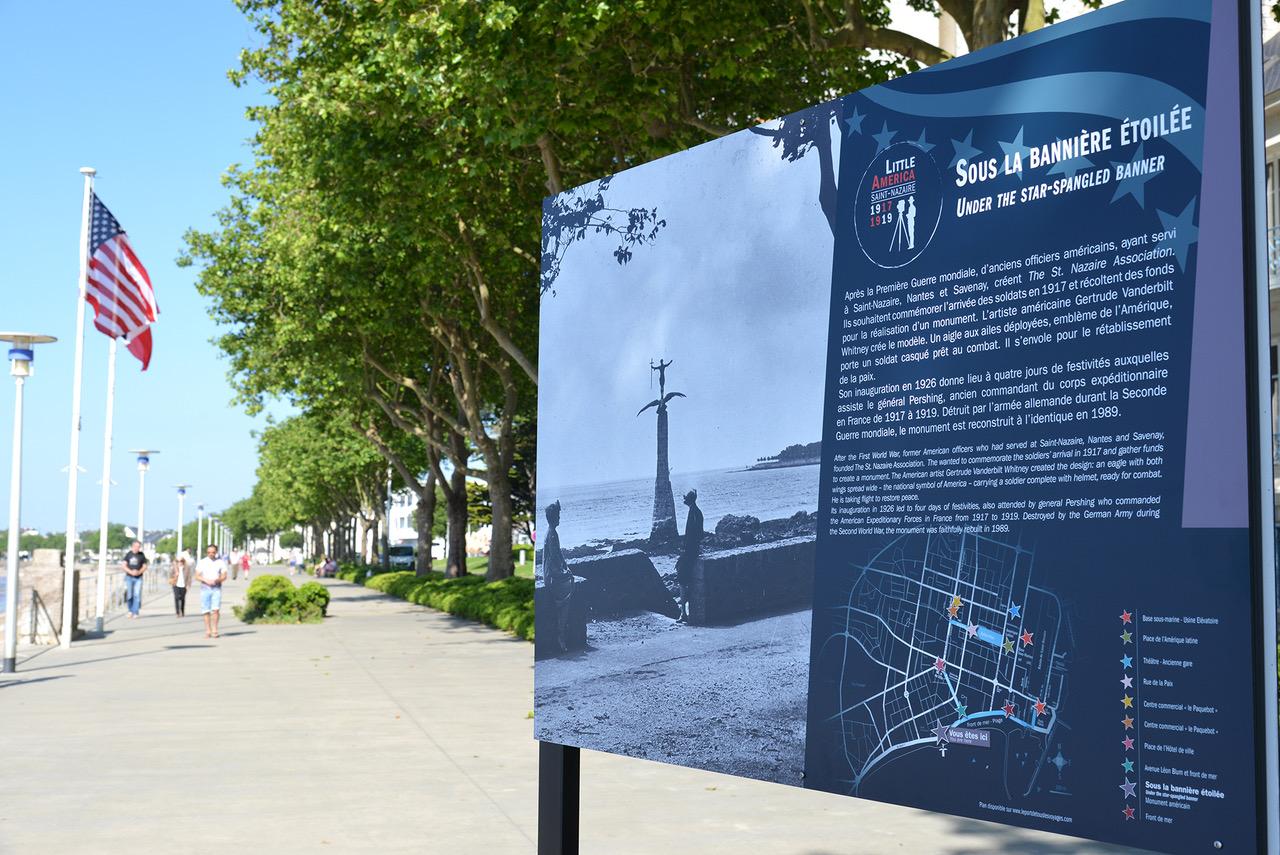 """Un panneau de l'exposition """"Little America"""" sur le Front de mer de Saint-Nazaire. (©Ville de Saint-Nazaire - Martin Launay)"""