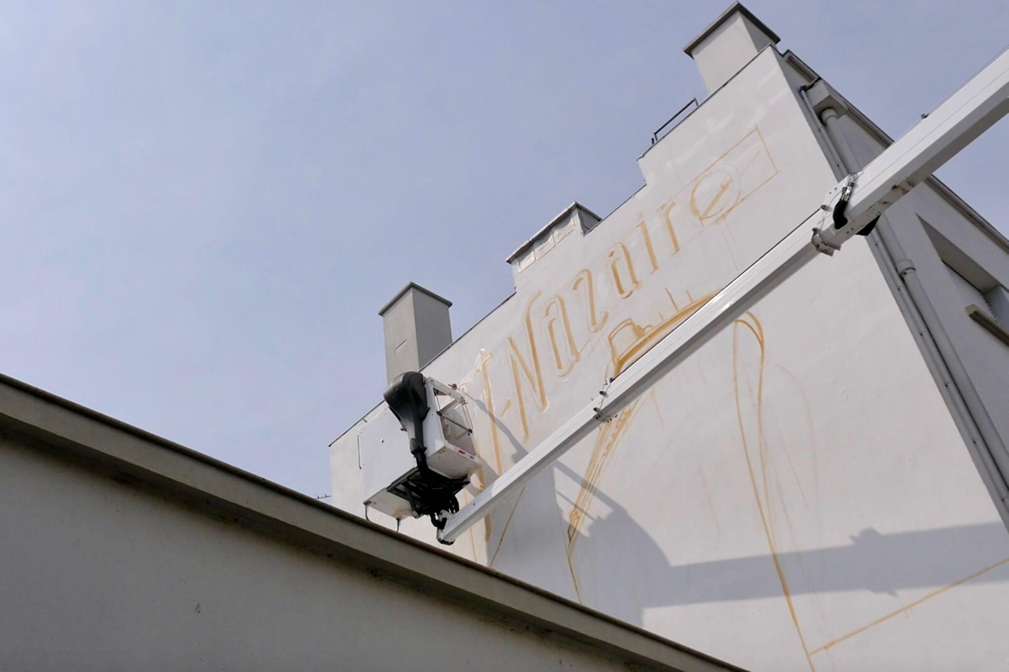 Une fresque des Toqué frères en cours de réalisation à Saint-Nazaire