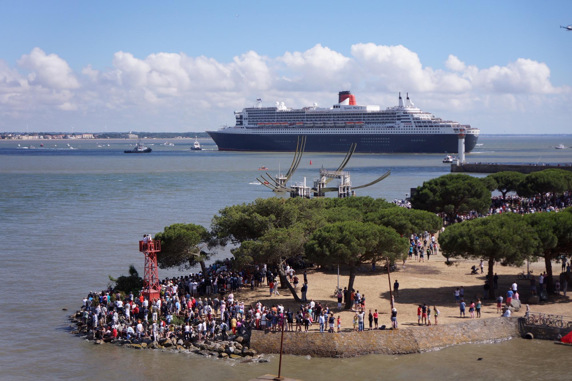 Le Queen Mary 2 arrive à Saint-Nazaire.