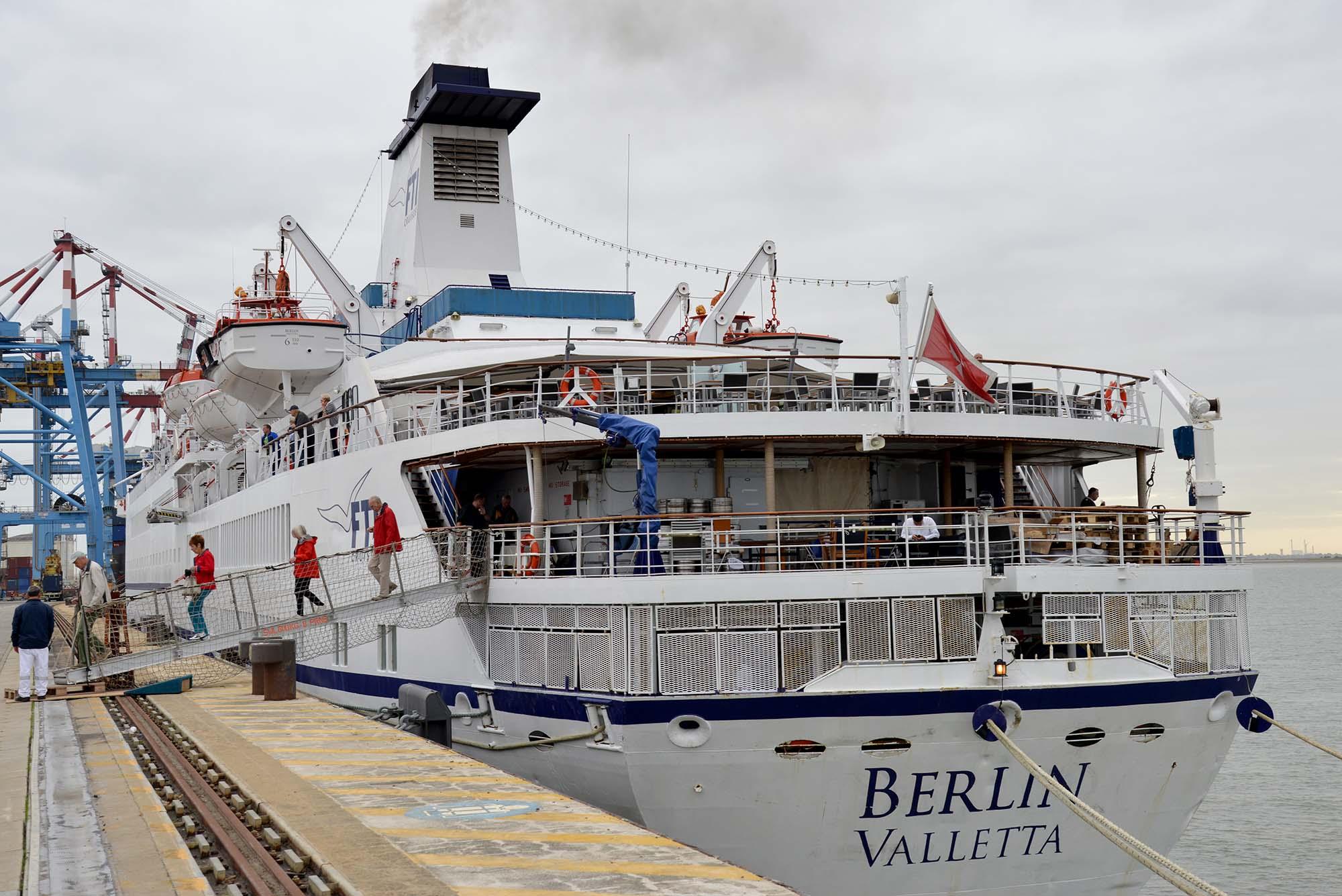Avec ses 500 passagers, le FTI Berlin fait escale au Terminal du Grand Ouest mardi. Il reviendra fin septembre. (©Ville de Saint-Nazaire - Christian Robert)
