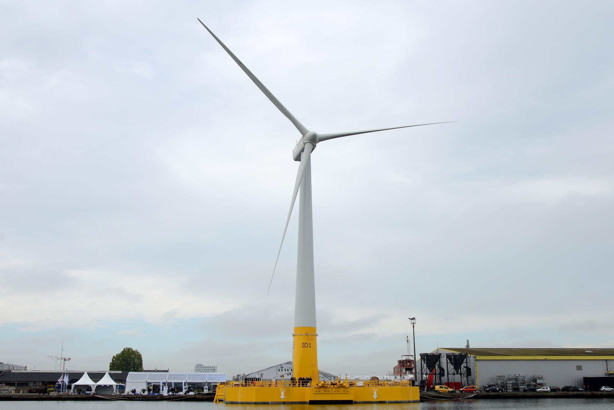 L'éolienne flottante Floatgen assemblée à Saint-Nazaire
